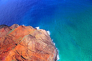 Dizzying view down into the Pacific on the Na Pali Coast
